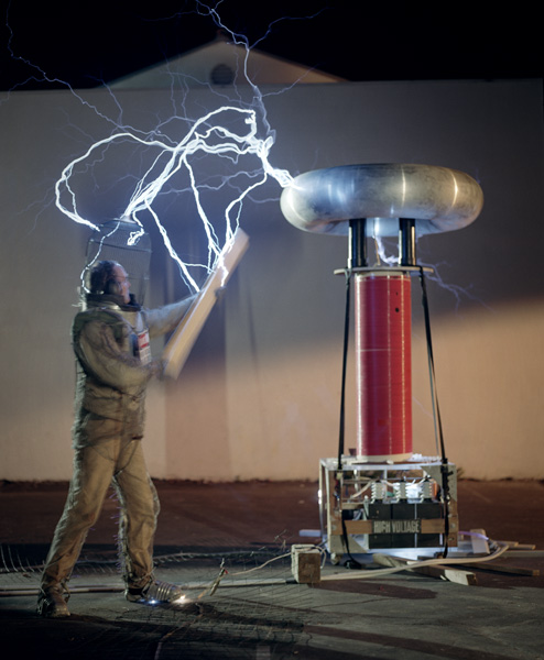 Post image for Exploratorium After Dark: Electrifying Science with Dr. MegaVolt &#8211; 11.05.09